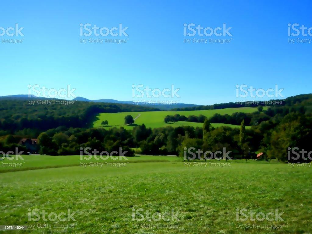 Landschaft im frühen Herbst, im Herbst Leuchten und ein Bright Green Valley in Österreich – Foto