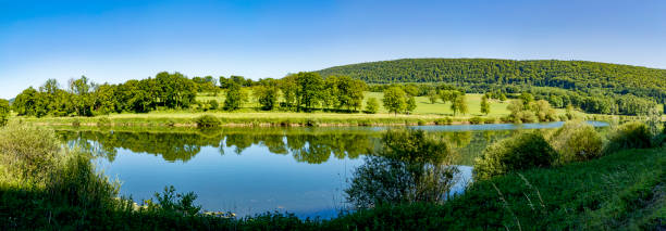 im französischen Jura am Fluss Doubs-Landschaft – Foto