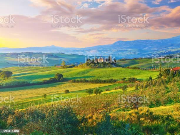 Landscape in tuscany picture id656314480?b=1&k=6&m=656314480&s=612x612&h=agjwfndk fsim4wuzfq588gnaqcfixy61mza8woqyoi=