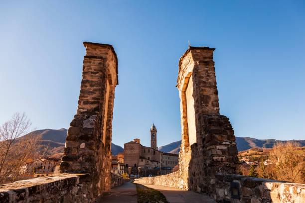 landscape of a medieval village - bobbio foto e immagini stock