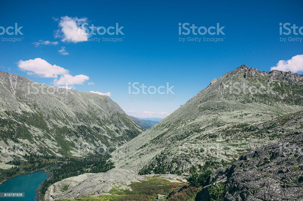 Landscape of Altai, Cyanic lake and mountains – Foto