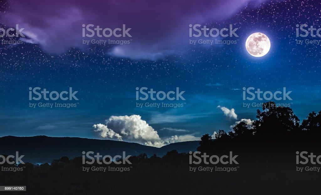 paysage du ciel bleu nuit avec de nombreuses toiles et belle pleine lune photos et plus d. Black Bedroom Furniture Sets. Home Design Ideas