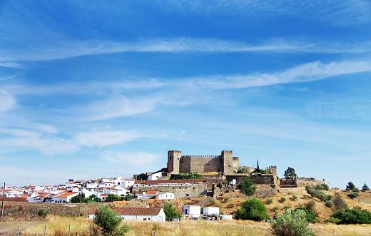 Landscape Of Campo Maior And Old Castle Portugal - Fotografias de stock e mais imagens de Aldeia
