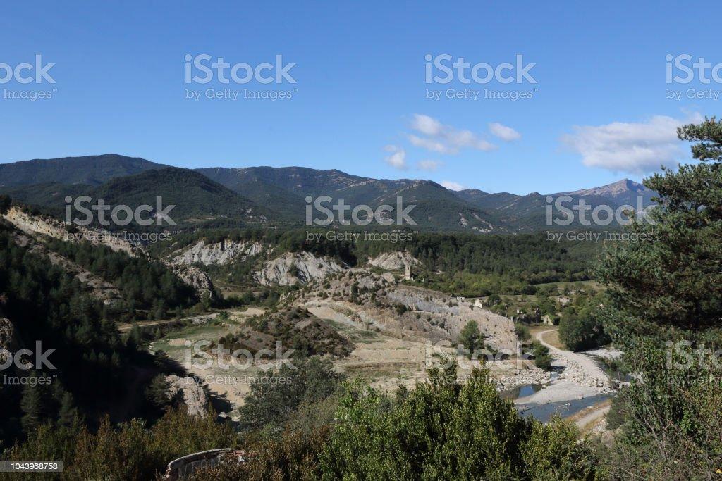 Un paisaje de Janovas, abandonada de una aldea arruinada en el Pirineo Aragonés durante los años sesenta debido a la construcción de una presa - foto de stock