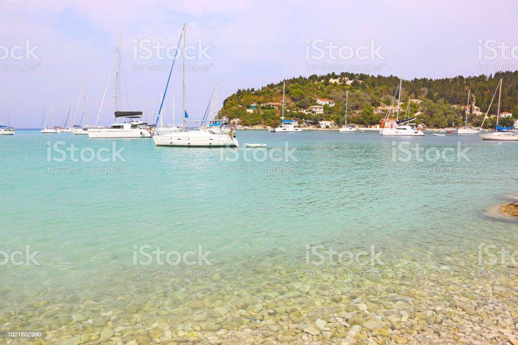 paisagem da aldeia de Lakka Paxos ilha Grécia - foto de acervo