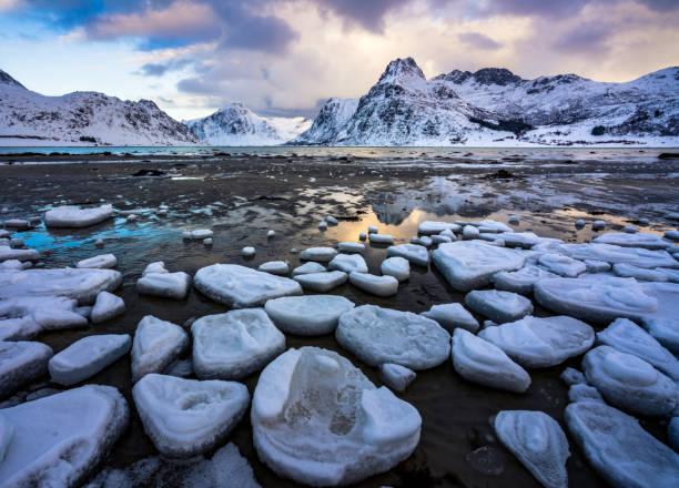 Landschaft der Lofoten inseln im Winter, Norwegen, Europa – Foto