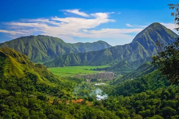 landschap van lombok eiland - lombok stockfoto's en -beelden