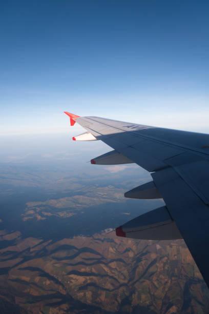 Paisagem das montanhas vistas do indicador de um avião. Colômbia. - foto de acervo