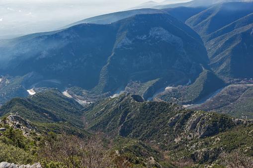 그리스 크산티 마을 근처 Nestos 강 협곡의 풍경 0명에 대한 스톡 사진 및 기타 이미지