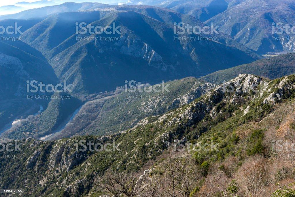 Paysage de la Gorge de la rivière Nestos près de ville de Xanthi, Grèce - Photo de Arbre libre de droits