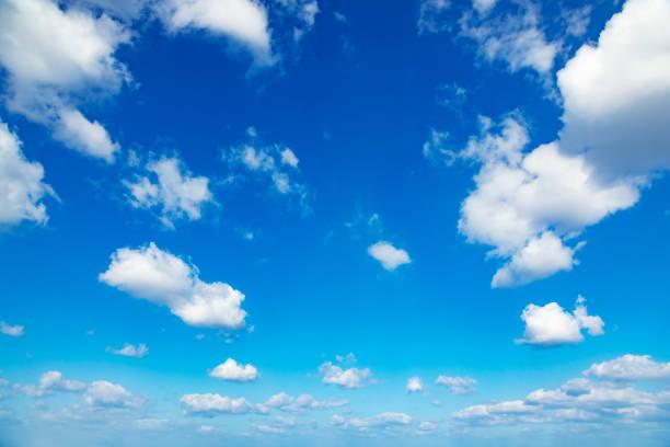paysage du ciel clair - bleu photos et images de collection