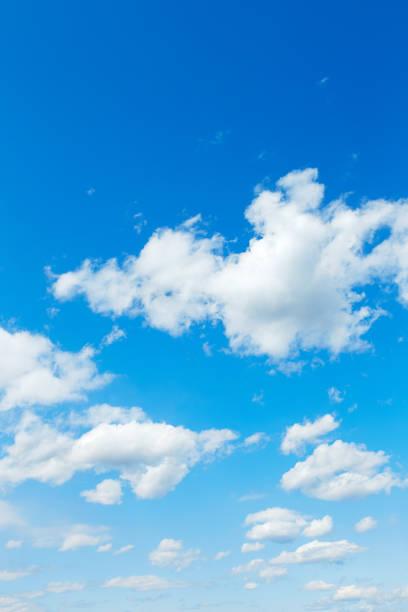 landscape of the clear sky - composizione verticale foto e immagini stock