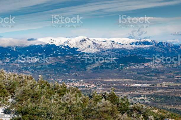 Landscape of the sierra de guadarrama of madrid snowy autumn picture id1190183914?b=1&k=6&m=1190183914&s=612x612&h=dmrcthh1aelo rrtfpe9 gromwplrm8ezqsddkz6 so=