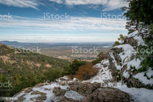Landscape of the sierra de guadarrama of madrid snowy autumn picture id1190184033?b=1&k=6&m=1190184033&s=612x612&h=up hwrw0ypo czwn9 tohtp i6dgylz21wvtxkoillo=
