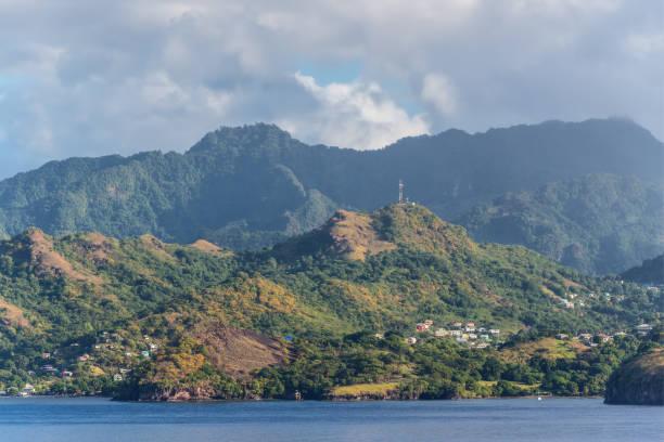 landschaft der tropischen karibikinsel saint-vincent, clare valley, saint-vincent und der grenadinen - kingstown stock-fotos und bilder