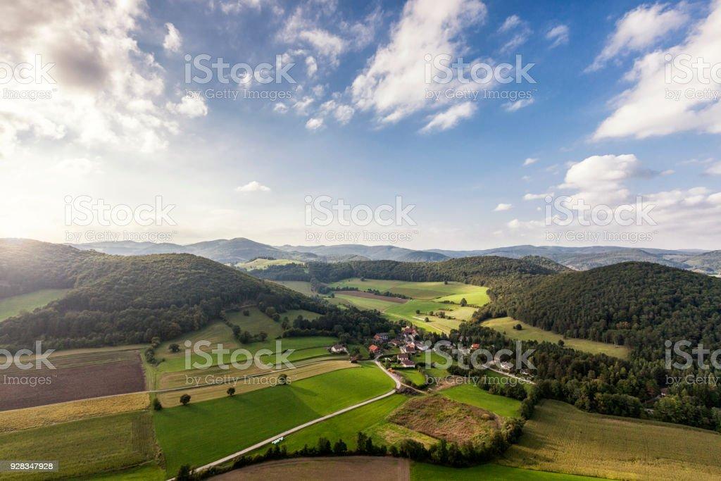 Landschaft des Wienerwaldes in Niederösterreich mit kleinen Dorf Untermeierhof – Foto