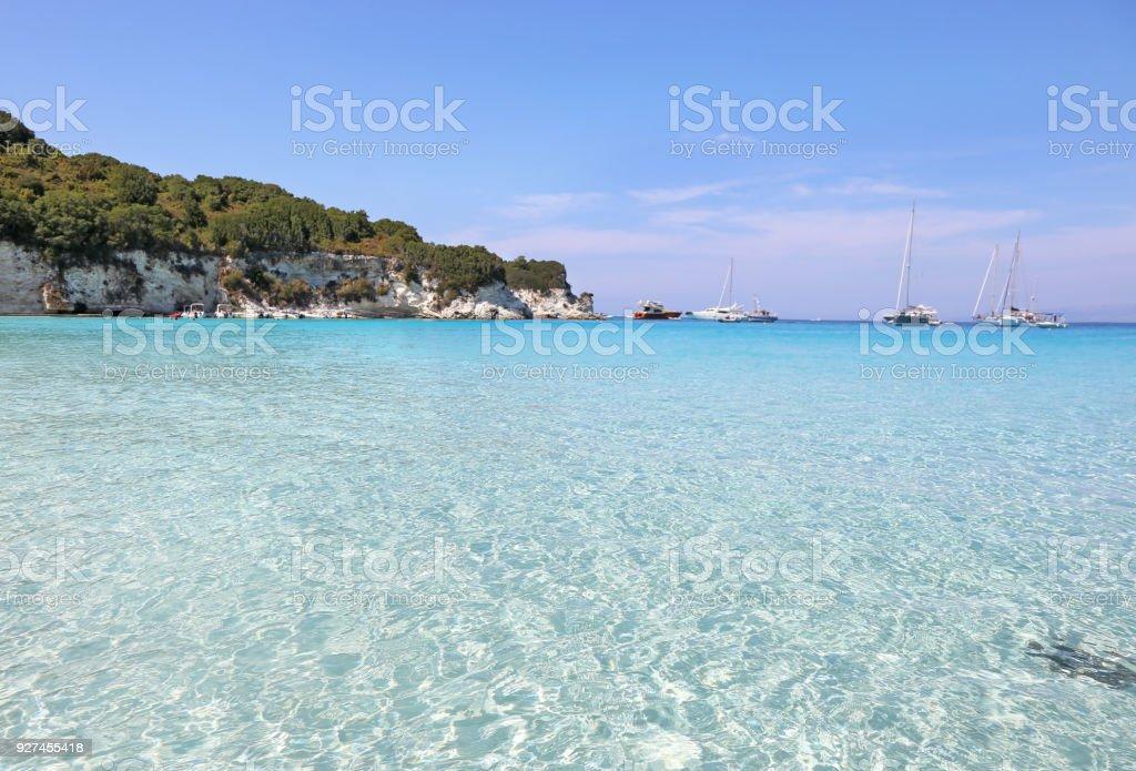 paisagem do mar azul turquesa da Voutoumi Antipaxos ilha Grécia - foto de acervo