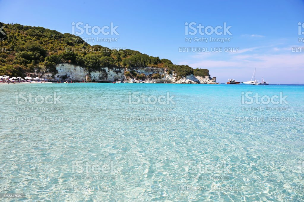 paisagem da praia de Voutoumi de Antipaxos ilha Grécia - foto de acervo