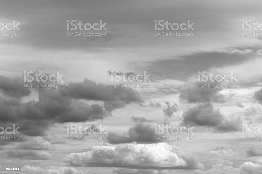Paisaje de fotos en blanco y negro de nubes de California - foto de stock