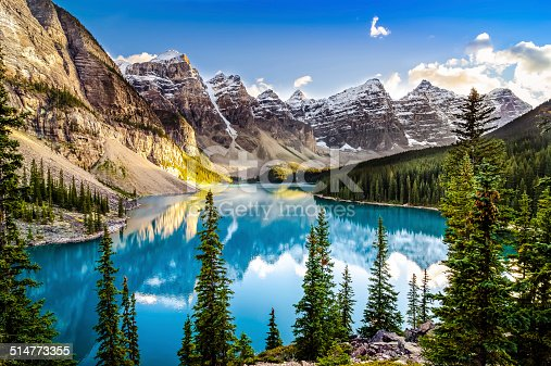 istock Landscape sunset view of Morain lake and mountain range 514773355
