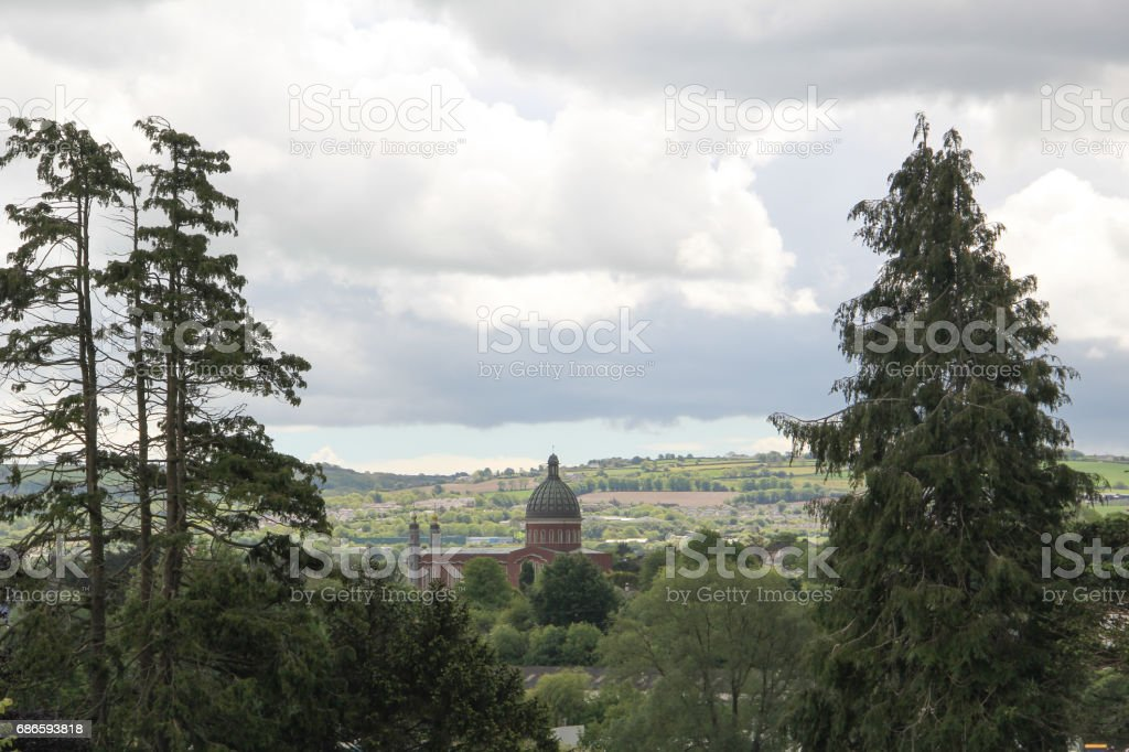 Landscape view Cork City with a view of the church steeple and trees photo libre de droits
