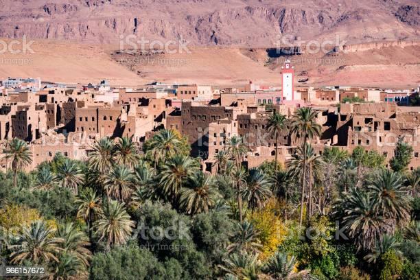 Liggande Vy Av Atlasbergen Och Oasis Runt Douar Ait Boujane By I Todra Gorge I Tinghir Marocko-foton och fler bilder på Afrika