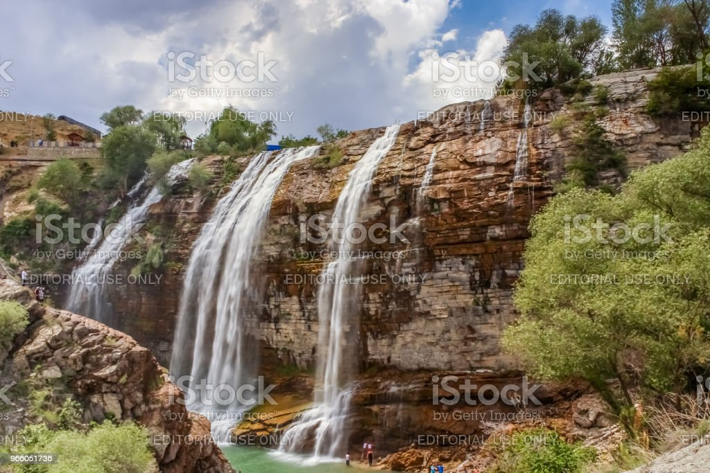 Landschapsmening van Tortum waterval in Tortum - Royalty-free Berg Stockfoto