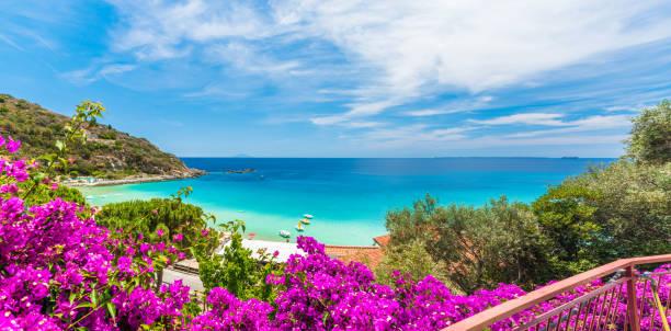 landskap med cavoli beach elba ön, toscana, italien - golf sommar skugga bildbanksfoton och bilder