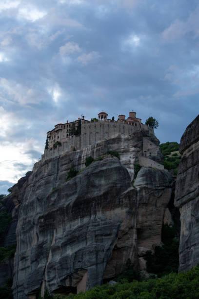Landschaft mit Klöstern und Felsformationen in Meteora, Griechenland – Foto