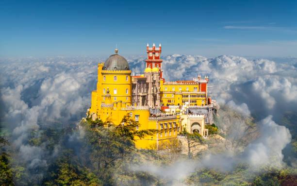 krajobraz z pałacem narodowym pena - lizbona zdjęcia i obrazy z banku zdjęć
