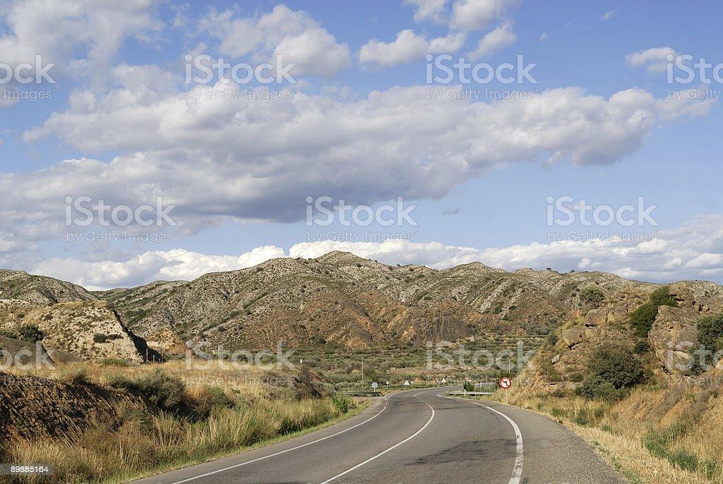 Landschaft mit road zwischen Aragon und Katalonien (Spanien) im Sommer Lizenzfreies stock-foto