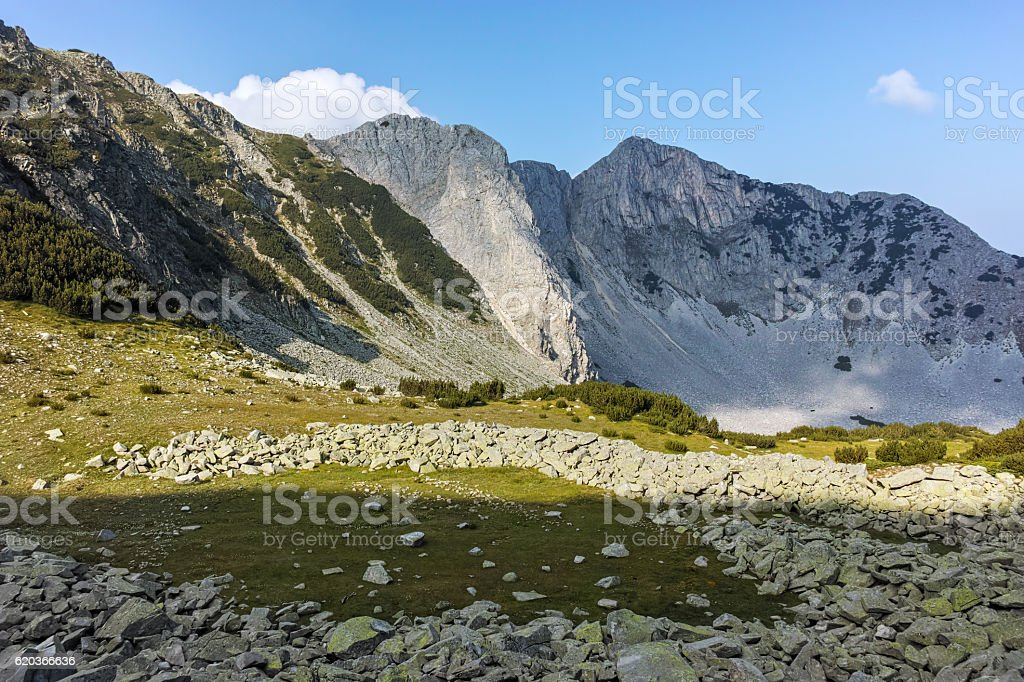 Landscape with Sinanitsa and Momin peaks, Pirin Mountain foto de stock royalty-free