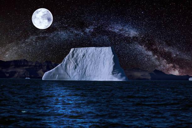 Landschaft mit sternenklaren Nacht und Vollmond – Foto
