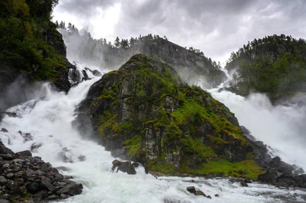 Langfossen-Wasserfall in Norwegen – Foto
