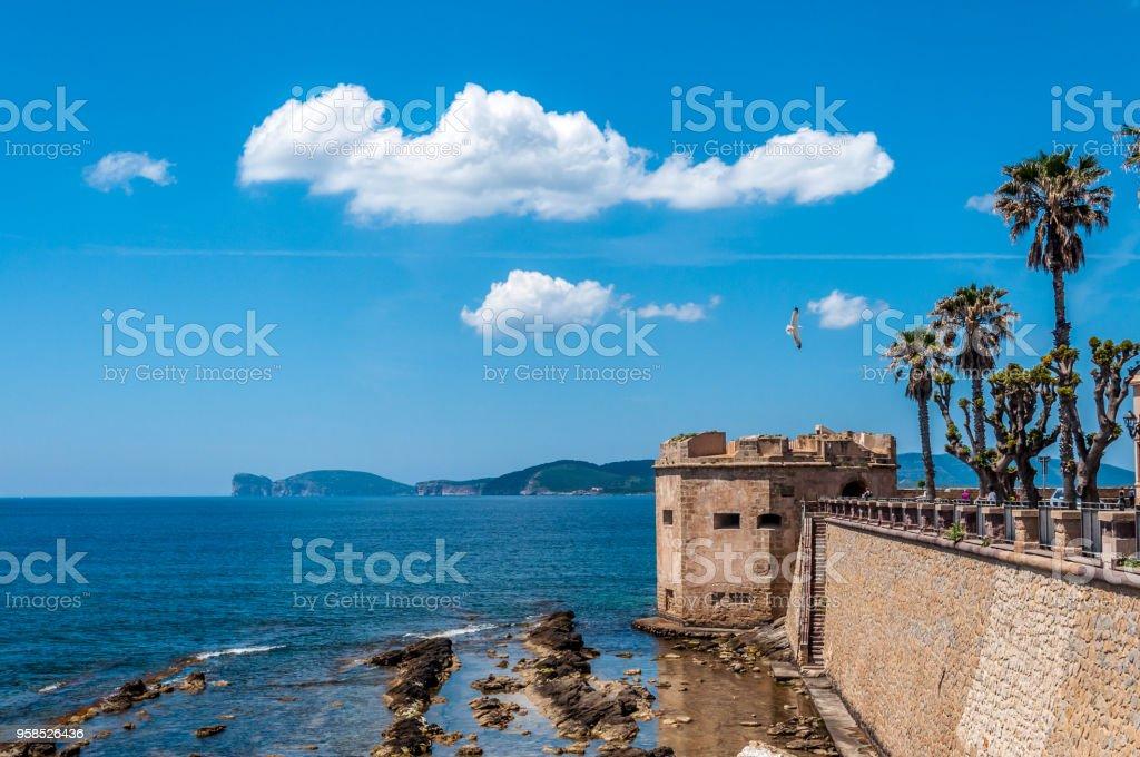 Paisaje de la ciudad de Alghero - Cerdeña - foto de stock