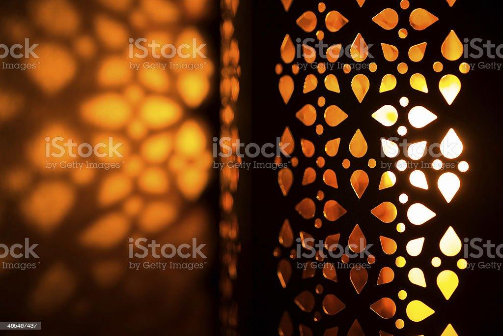 Lampion w ciemności – zdjęcie