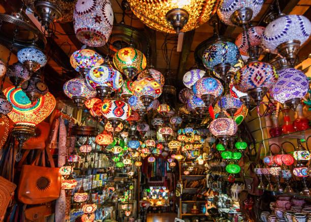 lantern lamp - bazar mercato foto e immagini stock