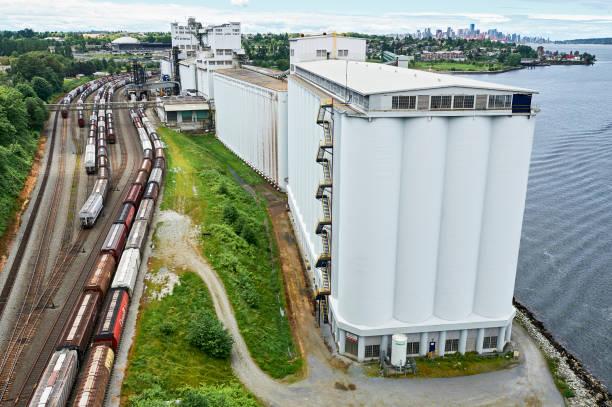 lantic sugar factory building in vancouver, canada - zuccherificio foto e immagini stock