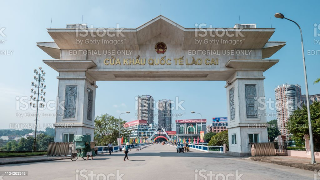 People leaving and entering the border gate at the Vietnam-China...