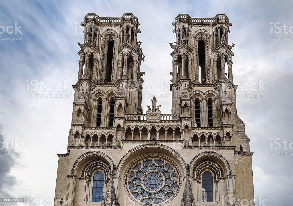 laon cathedral france エイヌのストックフォトや画像を多数ご用意
