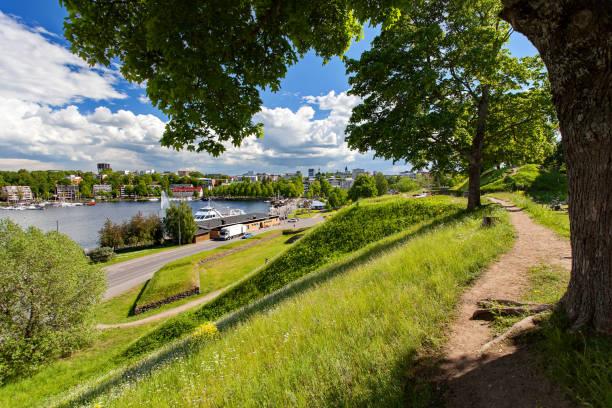 Lappeenranta, Finlandia - el lago en el centro de la Lappeenranta. Vista desde la fortaleza. - foto de stock