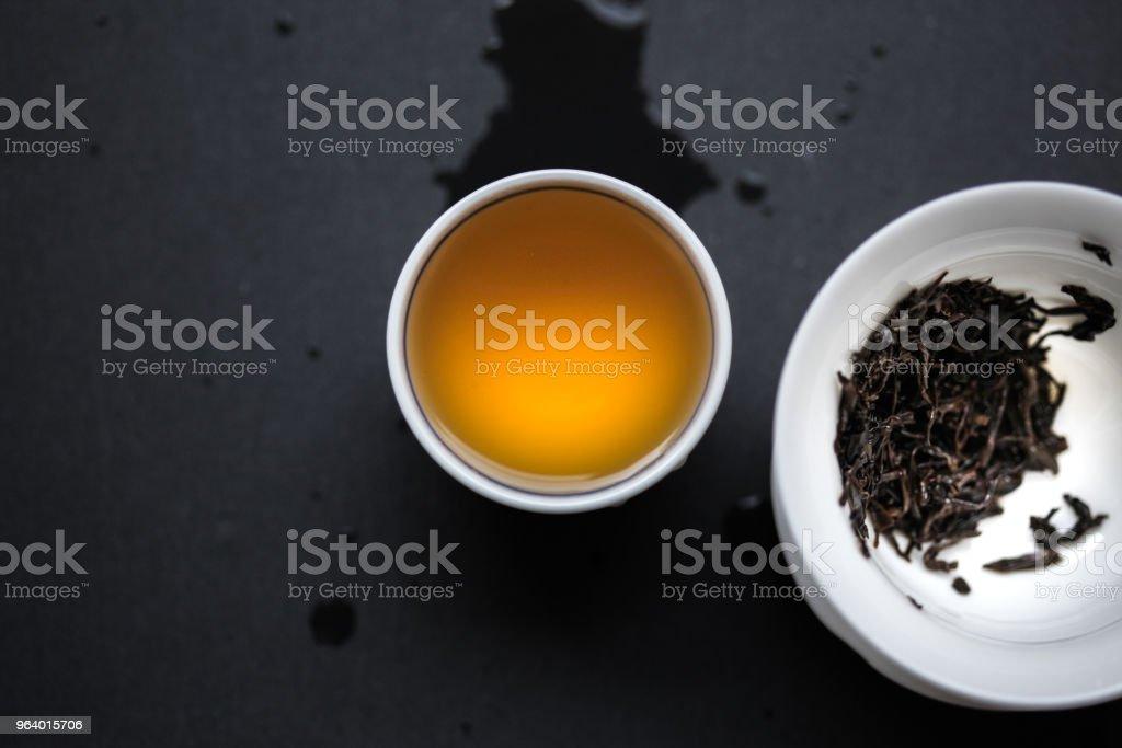 横に gaiwan と茶碗にのでラップサングスション - ティーカップのロイヤリティフリーストックフォト