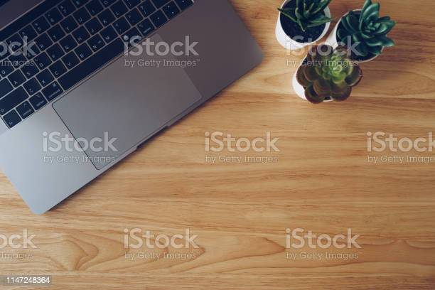 Laptop and succulent in pot plant on wooden table top view picture id1147248364?b=1&k=6&m=1147248364&s=612x612&h=qis2y4kmzqgekh4kyqjkz 1mo a7wusq6xatae1h4q4=