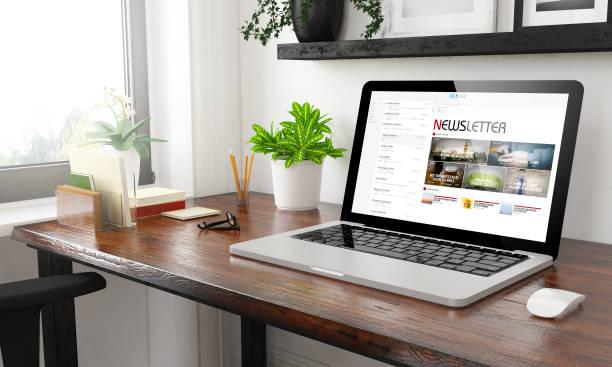 Laptop im home-Office-newsletter – Foto