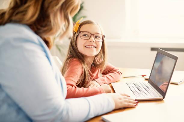 laptop computer education mother children daughter girl familiy childhood - дети стоковые фото и изображения