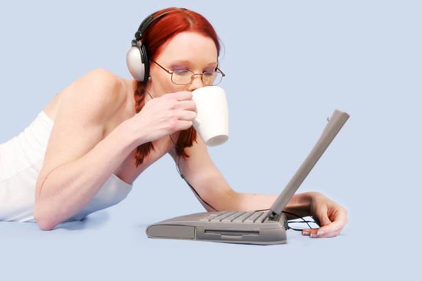 laptop-freizeit - www kaffee oder tee stock-fotos und bilder