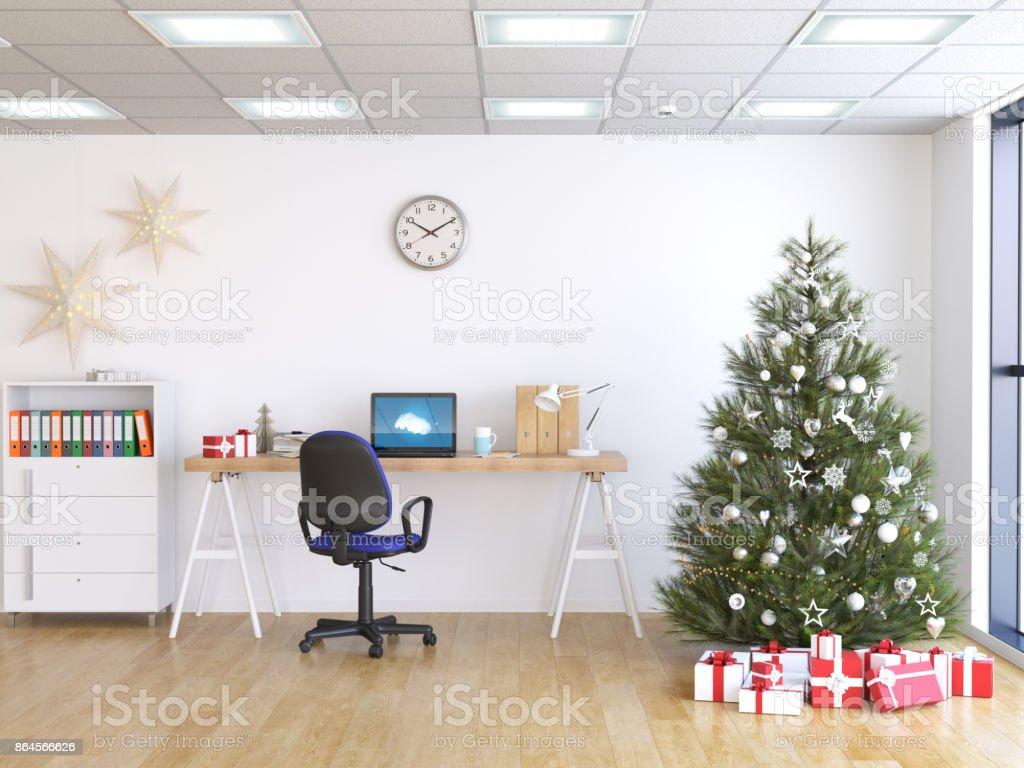 Laptop am Tisch, Weihnachtsbaum und Geschenke auf Hintergrund – Foto