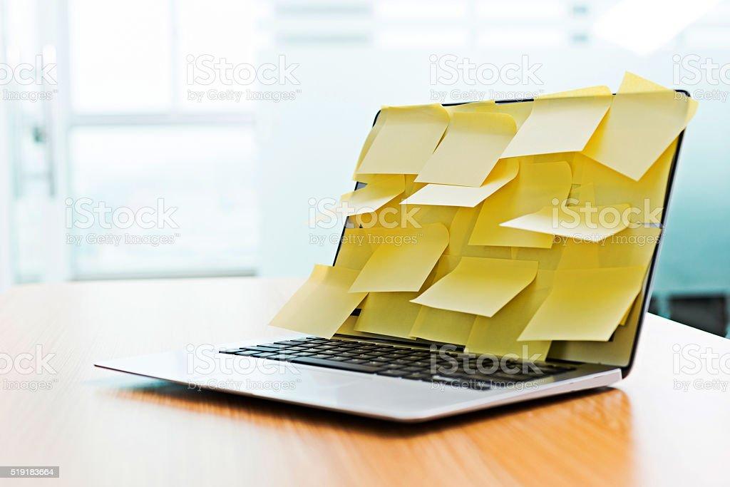 Laptop-Bildschirm von Klebstoff für Reisebüros – Foto