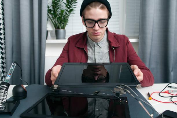 laptop-bildschirme vergleich freier speicherplatz - desktop hintergrund hd stock-fotos und bilder