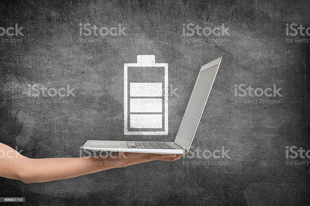 Laptop with battery charging icon – Foto